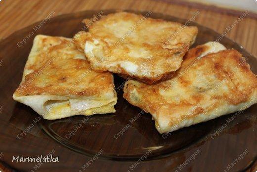 Вот такие конвертики с сыром я решила приготовить с утреца)) получилось вкусно, и как всегда очень быстро)) фото 12