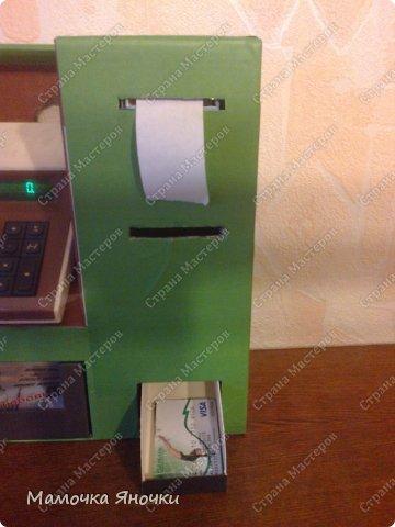 Здравствуйте, мастера! Моя доча любит банкоматы, нажимать на кнопочки, ммм... В каждом магазине не проходим мимо)) И в друг в банке меня осенило: надо моей дамочке сделать личный банкомат!!! А вот как я его соорудила. фото 14