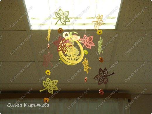 Идет вторая неделя очень жаркого по московским меркам августа, а я хочу показать очередной вариант оформления помещений к началу учебного года или к осенним праздникам. Если кому-то понравится, как раз успеете сделать. Такими композициями я оформляла школу к 1 сентября прошлого, 2013 года. Сейчас я уже тружусь над новыми идеями. Что получится - покажу позже. фото 31