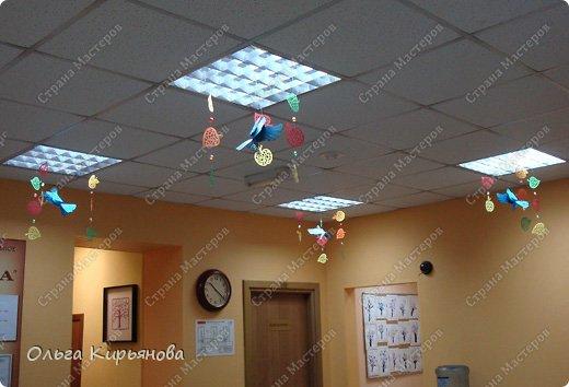 Идет вторая неделя очень жаркого по московским меркам августа, а я хочу показать очередной вариант оформления помещений к началу учебного года или к осенним праздникам. Если кому-то понравится, как раз успеете сделать. Такими композициями я оформляла школу к 1 сентября прошлого, 2013 года. Сейчас я уже тружусь над новыми идеями. Что получится - покажу позже. фото 51