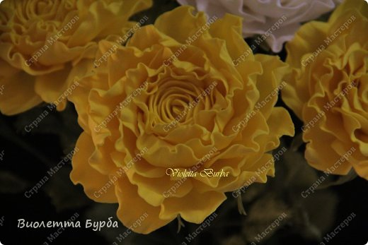 Доброе время суток, уважаемые жители СМ!!! Первый букет из таких же роз, делала в подарок, а это, его повтор. Заказ. Розы, сделаны по МК Светланы Лобович. Светочка, огромное вам спасибо!!! фото 2