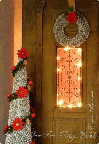 Здравствуйте, дорогоие девочки! Проходите в гости и усаживайтесь поудобней. Буду не только показывать, но и рассказывать. Скажем так, что это  Рождество в стиле ретро. Потому что, в основном , использовались старые вещи с чердака и сарая. А так же были заимствованны на время у моих соседей