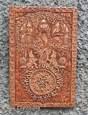 """Ну вот, слепилось у меня ещё одно настенное панно в кельтском стиле. Это оберег друидов или """"Дерево друидов"""". Рисунок не мой, нашла в каких-то раскрасках, немного его доработала, добавила в солнце символ бесконечной жизни и ещё разные мелочи. Лепила под резьбу по дереву. фото 1"""
