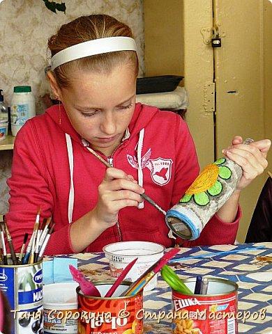 Так, как я придумала технику пейп-арт для своей студии, то и понятно, что эта техника одна из самых любимых у моих учеников. Сегодня я вам покажу работы моих учеников в украшении бутылок. Дети больше любят украшать цветным пейп-артом и добавлять в него ракушки, бусинки и всякие украшения. фото 15