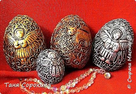 Накануне празднования Светлой Пасхи я решила собрать все яйца, которые я тут выставляла, в один пост. Все яйца в технике пейп-арт, есть имитация металла и цветной пейп-арт. Описывать не буду, просто посмотрите...может, кто-то не видел, может кому-то пригодятся, как подсказка. фото 4