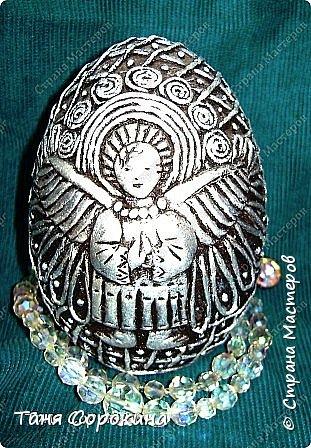 Накануне празднования Светлой Пасхи я решила собрать все яйца, которые я тут выставляла, в один пост. Все яйца в технике пейп-арт, есть имитация металла и цветной пейп-арт. Описывать не буду, просто посмотрите...может, кто-то не видел, может кому-то пригодятся, как подсказка. фото 6