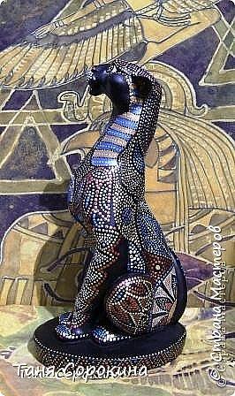 Вновь захотелось порисовать точками...вспомнила одну из своих любимых тем, основной рисунок кошки нашла в инете, но он был просто в чертеже...переделала его под себя, цветовая гамма тоже моя. Пёстренько, но в цветах древнего Египта. Богиня-кошка Баст. фото 2