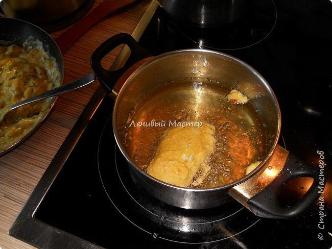 Рецепт увидел в  передаче «Небанальная кухня Павлова» на канале «Еда», кстати интересный такой дядька Павлов, много необычного и простого в готовке. И чего то захотелось их приготовить. Вряд ли буду делать это часто, потому как делается долго и нудно. Не то чтобы я большой мастер готовки, но иногда кое что получается в плане вторых блюд и салатов. Супы как то не моё наверно. Варю когда мои в отпуск уезжают, но по сравнению с тем, как готовит супруга, планка у меня пониже, щи пожиже))  Ну что же начнём пожалуй. Если есть такой МК на сайте, я его не дублирую, а просто хвастаюсь, тем, что умею немного готовить. :-))) Как вы заметили это не МК. Потому как мне не понятно, как можно найти где то рецепт, дать на него ссылку и сляпать из этого свой МАСТЕР КЛАСС. Это тоже самое, если бы я в своих видео рассказывал вам, что все эти программы я сам лично написал. Нонсенс. Ладно, мы же не про это, приступим. Предупреждаю, фото некоторых нет, потому никак мне одной рукой было фотать, да и в кляре тоже руки побывали. Так что друзья мои, воображение и ещё раз воображение.   фото 12