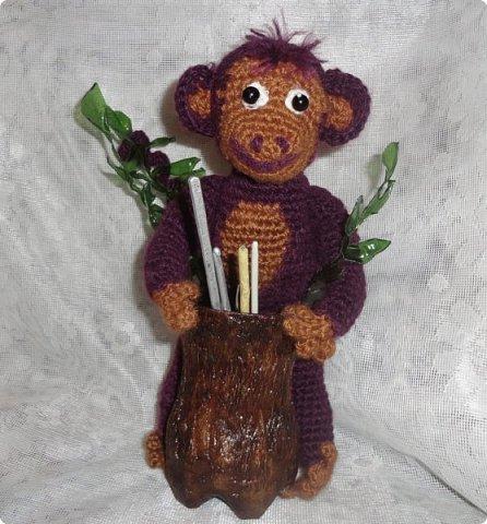 Видно настало время доделать все мои недоделки.Поскольку говорят, что в год обезьяны, у каждого должна быть своя обезьяна, вот и задумала и я ее сделать. Свою обезьяну я захотела  сделать функциональной: либо вазу, либо карандашницу. И выполнила бы быстро, если бы не увидела МК реалистичной коры дерева https://stranamasterov.ru/node/969611?c=favorite_361 И сразу  же появилось желание сделать свою обезьяну у пня...   Но нужны материалы, вдохновение..., поэтому работа была отложена.   А сейчас видно все сложилось. фото 7