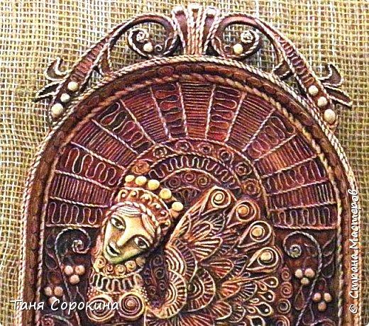 И снова я с работой из первой книги о пейп-арте. Тут я пыталась салфеточными нитями изобразить то ли резьбу по дереву, то ли плетение. Что вышло, судить вам... фото 3