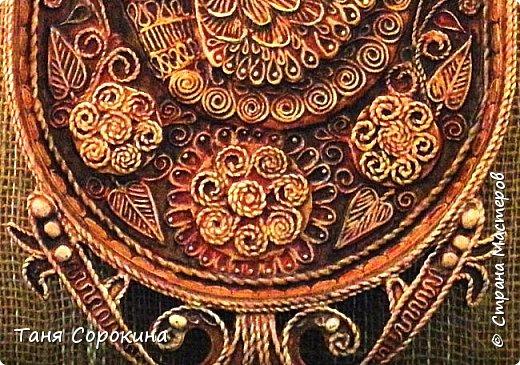 И снова я с работой из первой книги о пейп-арте. Тут я пыталась салфеточными нитями изобразить то ли резьбу по дереву, то ли плетение. Что вышло, судить вам... фото 4