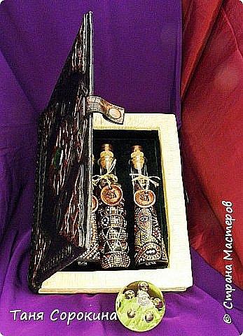 Продолжаю показывать работы из первой книги о пейп-арте...Это книга-шкатулка, сделанная из обычной конфетной коробки. Пыталась имитировать кожу и металл. Хотела сделать волшебную книгу, в которой можно хранить разные личные секретики))). Вдохновение для конкурса http://stranamasterov.ru/node/1048330  фото 7