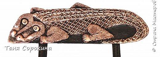 """Очередное изделие из моей книги. Сегодня это настенное панно в имитации кожи и металла """"Мир животных"""". Всё бумага, кроме самих животных, они из холодного фарфора. Вдохновение для конкурса http://stranamasterov.ru/node/1048330  фото 3"""
