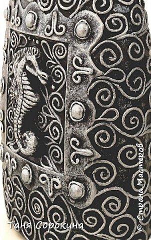 """Работы для вдохновения участников конкурса """"Воспоминания о лете"""" http://stranamasterov.ru/node/1048330   продолжаются . Сегодня я снова с имитацией металла, но на летнюю тему. Это работа из первой моей книги о пейп-арте - бутылочка """"Морской конёк"""". Этот труд совсем не труден. Мы накрутим завиток, И на сказочном сосуде Оживёт морской конёк. фото 1"""