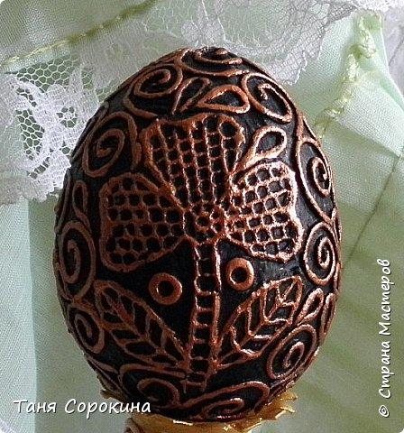 Добрый день, мои дорогие друзья! Не знаю, украшал ли кто-нибудь яйца, как это делаю я, в интернете ничего похожего не нашла, потому делаю мастер-класс по ещё одному виду украшения пасхальных яиц. На первом фото корзинка из бумажной лозы, подаренная мне чудесной мастерицей Олечкой (Оль Ха), у меня так и не хватает времени освоить эту чудесную технику. фото 18