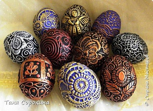 Добрый день, мои дорогие друзья! Не знаю, украшал ли кто-нибудь яйца, как это делаю я, в интернете ничего похожего не нашла, потому делаю мастер-класс по ещё одному виду украшения пасхальных яиц. На первом фото корзинка из бумажной лозы, подаренная мне чудесной мастерицей Олечкой (Оль Ха), у меня так и не хватает времени освоить эту чудесную технику. фото 22