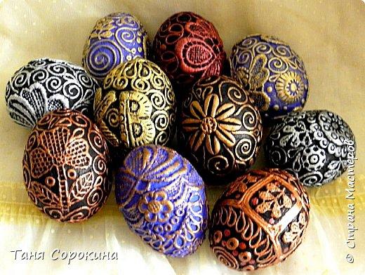 Добрый день, мои дорогие друзья! Не знаю, украшал ли кто-нибудь яйца, как это делаю я, в интернете ничего похожего не нашла, потому делаю мастер-класс по ещё одному виду украшения пасхальных яиц. На первом фото корзинка из бумажной лозы, подаренная мне чудесной мастерицей Олечкой (Оль Ха), у меня так и не хватает времени освоить эту чудесную технику. фото 23