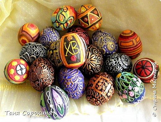 Добрый день, мои дорогие друзья! Не знаю, украшал ли кто-нибудь яйца, как это делаю я, в интернете ничего похожего не нашла, потому делаю мастер-класс по ещё одному виду украшения пасхальных яиц. На первом фото корзинка из бумажной лозы, подаренная мне чудесной мастерицей Олечкой (Оль Ха), у меня так и не хватает времени освоить эту чудесную технику. фото 24