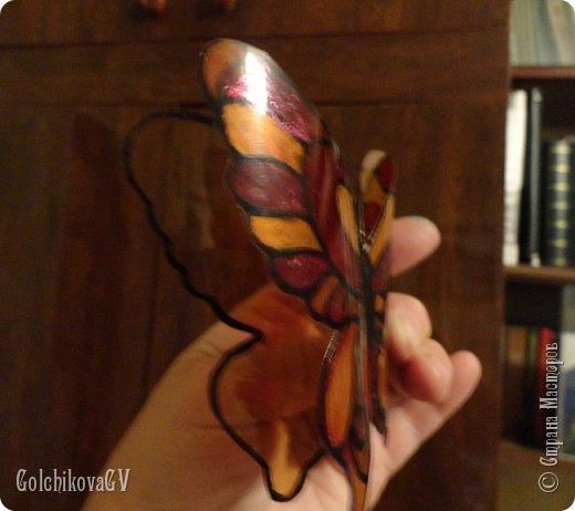 """Доброго времени суток всем.  Насмотрелась я на бабочек в Стране и решила создать свои. Где-то я видела покупные объемные бабочки, подумала, почему бы не создать их самой из пластиковых бутылок.   Своими """"наблюдениями"""" решила поделиться с Вами.   Конечно, лучше использовать прозрачные бутылки, но, к сожалению, какие были. фото 7"""