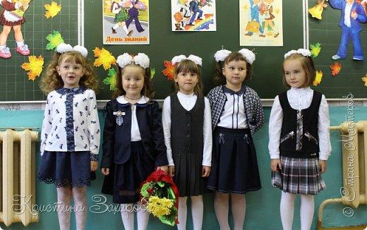 Здравствуйте, гости моей странички! Вот и настал тот день, когда моя доченька пошла в школу. По этому поводу сотворились вот такие бантики. Здесь и праздничные и, конечно, на каждый день.  Эти бантики делала для нашей теперь уже одноклассницы, ну ооочень мне понравилось, как они смотрелись на хвостиках. фото 16
