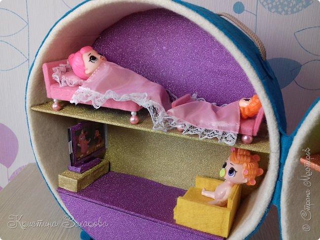 Куколки LOL популярны уже давно, а у Лерочки первая куколка появилась только летом. И когда я ее купила, у Оксаны Дмитриевой появился мастер-класс https://www.youtube.com/watch?v=fXTf9XLXzx0&t=629s, перед которым я не смогла устоять. Вот такой домик получился у меня. фото 10