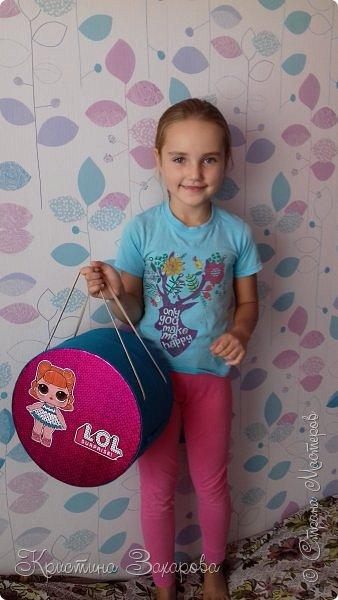 Куколки LOL популярны уже давно, а у Лерочки первая куколка появилась только летом. И когда я ее купила, у Оксаны Дмитриевой появился мастер-класс https://www.youtube.com/watch?v=fXTf9XLXzx0&t=629s, перед которым я не смогла устоять. Вот такой домик получился у меня. фото 15