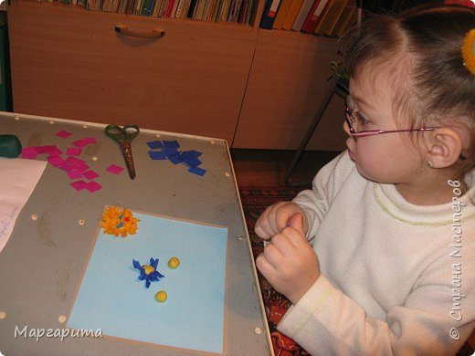 "Торцевание на пластилине: ""Цветочная полянка"" фото 3"