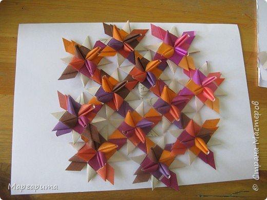 """Для корзинки нужно 24 цветочка. Как делается цветок, см. мастер-класс <a href=""""/node/14915"""">Цветок из бумаги</a>. Смазываем край цветочка клеем фото 6"""