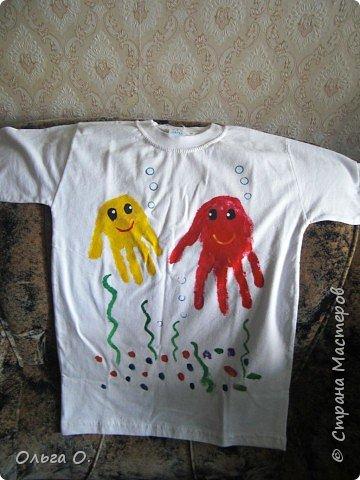 Отпечатки ладошек: Веселая футболка