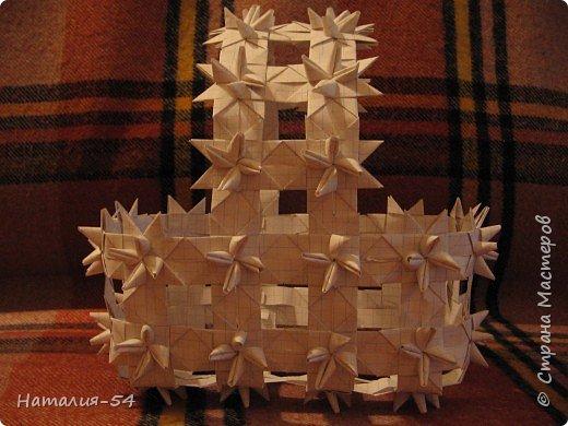 """Вот такая корзиночка из тетрадных листов у меня получилась. Спасибо Маргарите, ее <a href=""""/node/14915?tid=451"""">мастер-класс</a> помог вспомнить мне как я делела такие корзиночки в детстве. фото 6"""