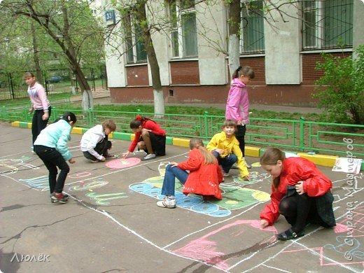 """Конкурс рисунка на асфальте  """"Мир глазами детей""""  фото 1"""