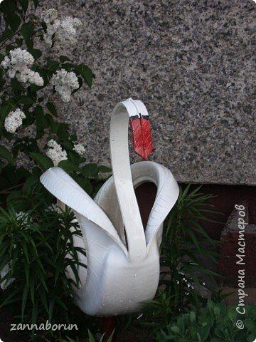 Лебеди из автомобильных покрышек фото 2