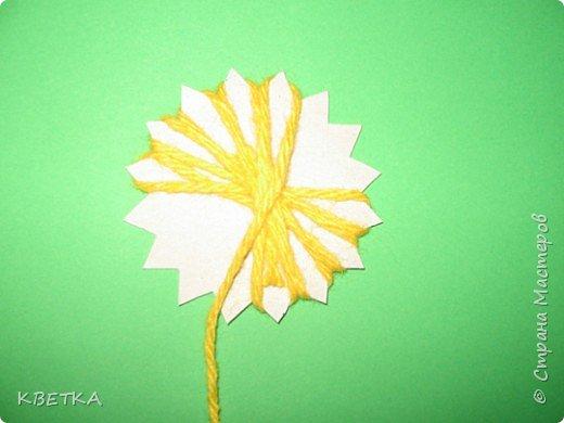 Для изготовления салфетки потребуется: картон, карандаш, ножницы, нитки вязальные белого и желтого цветов, игла для штопки.  фото 4