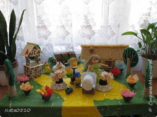 Я и дети младшей группы (совместное творчество), 15 мая 2009 года, принимали участие в конкурсе посвящённому международному дню семьи на тему: «Моя семья». Поделка была сделана из сбросового материала. фото 1