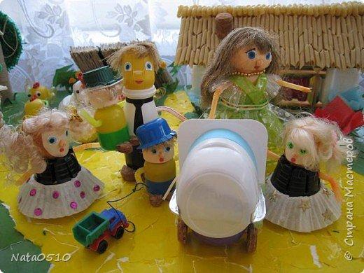 Я и дети младшей группы (совместное творчество), 15 мая 2009 года, принимали участие в конкурсе посвящённому международному дню семьи на тему: «Моя семья». Поделка была сделана из сбросового материала. фото 2