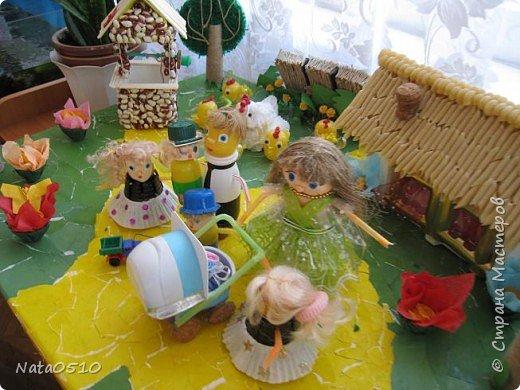 Я и дети младшей группы (совместное творчество), 15 мая 2009 года, принимали участие в конкурсе посвящённому международному дню семьи на тему: «Моя семья». Поделка была сделана из сбросового материала. фото 5