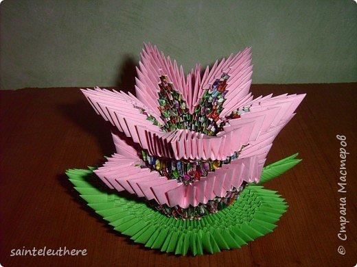Оригами модульное: лилия на зеленом листочке фото 1