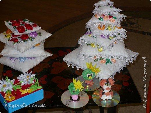Вышивка: семь подушечек для деда Мороза