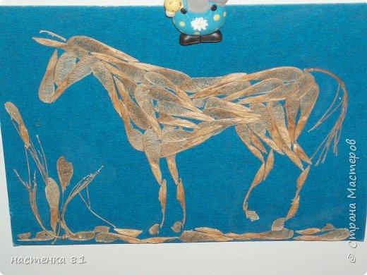 лошадь из природного материала
