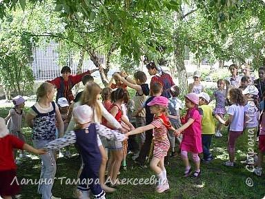 У природы наступила праздничная неделя - Зеленые святки. А у березки именины. Наряжали мы березки в своем парке у гимназии. фото 5