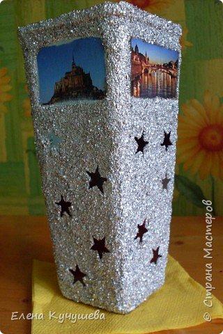 Возьмём обычную вазу, клеим вырезанные картинки на клей ПВА. фото 5