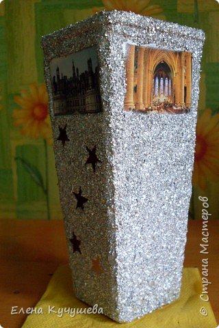 Возьмём обычную вазу, клеим вырезанные картинки на клей ПВА. фото 6