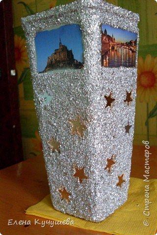 Возьмём обычную вазу, клеим вырезанные картинки на клей ПВА. фото 7