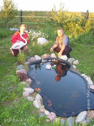Было у нас во дворе много пустого места. Решили немного его обустроить- сделать прудик. Начали копать!!! фото 9