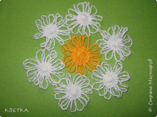 Для изготовления салфетки потребуется: картон, карандаш, ножницы, нитки вязальные белого и желтого цветов, игла для штопки.  фото 8