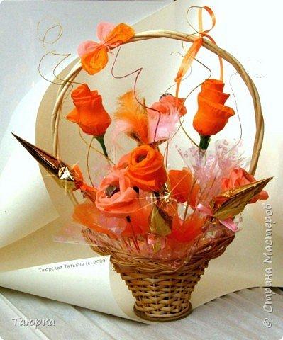 Оранжевый букет из конфет Бумага гофрированная Ленты Материал оберточный Скотч Фантики