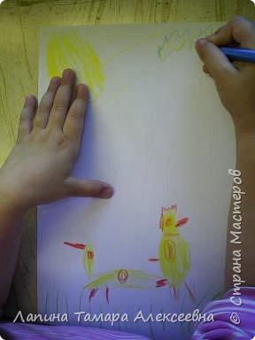 Викуля нарисовала цыпленка и утенка. А где кто догадайтесь сами. фото 4