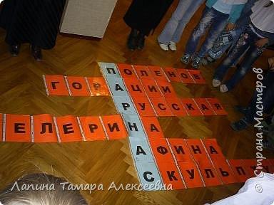"""Наш замечательный музей имени А.Н. Радищева пригласил  гимназистов  1 класса """"Кристаллика"""" в путешествие- экскурсию в гимназию начала прошлого века. Девочкам повязали пелерины, а мальчикам прикрепили нагрудный знак гимназиста.  фото 5"""