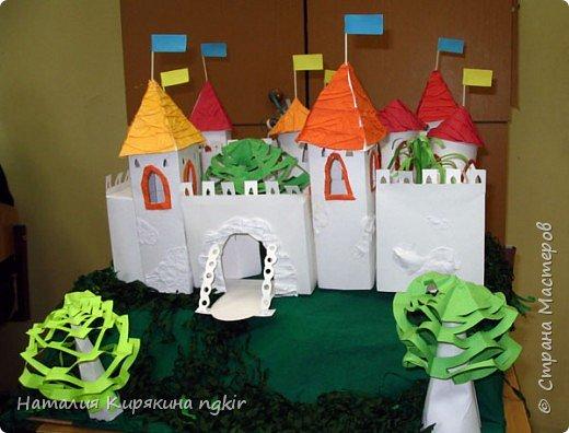 """Бумагопластика: Художественное конструирование из бумаги. Коллективная работа """"Средневековый замок"""" 4 класс. фото 2"""