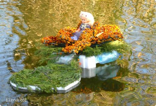 Герб города. Это День города Запорожья. Такие выставки цветов  проходят каждый год. При копировании статьи, целиком или частично, пожалуйста, указывайте активную ссылку на источник! http://stranamasterov.ru/user/9321 http://stranamasterov.ru/node/23202 фото 2